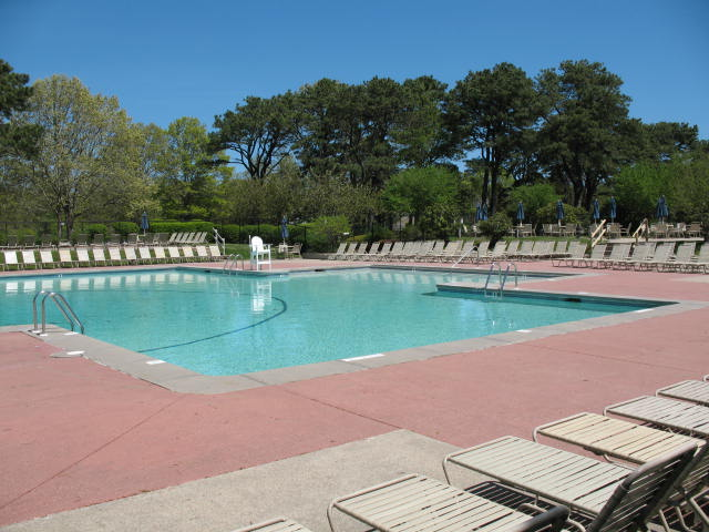 Swimming pools at ocean edge in brewster on cape cod for Show parameter pool